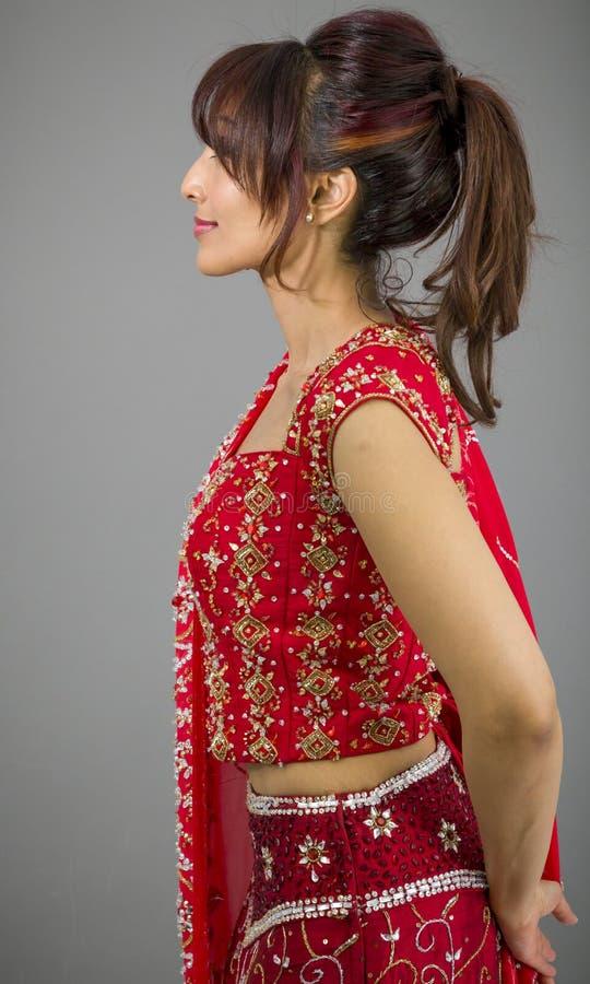 Download Boczny Profil Indiański Młoda Kobieta Dnia Marzyć Obraz Stock - Obraz złożonej z fryzury, subkontynent: 41952155