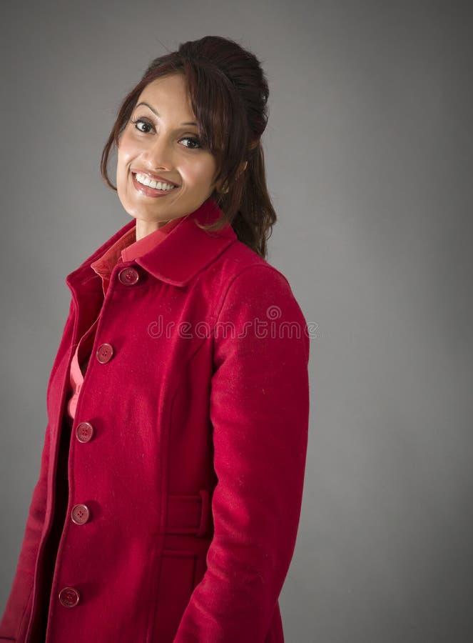 Download Boczny Profil India?ski M?odej Kobiety Ono U?miecha Si? Obraz Stock - Obraz złożonej z etnocentryzm, hindus: 41950505