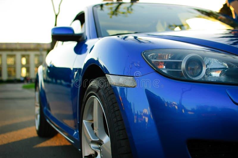 Boczny widok Błękitny sportowy samochód, Lustrzany zakończenie, szczegóły samochodu pojęcie zdjęcie royalty free
