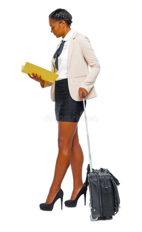 Boczny widok czarny afroamerykanin w formalnym ubiorze z su zdjęcie royalty free
