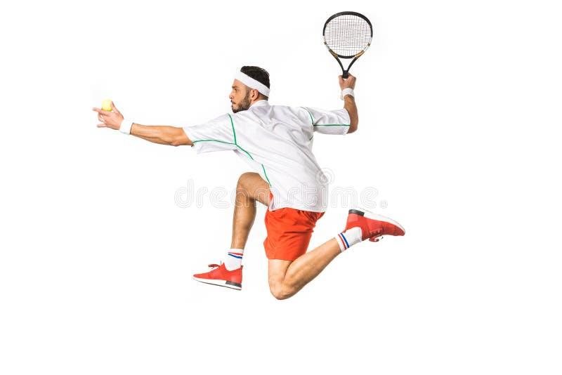boczny widok młody sportowiec z piłką i kantem bawić się tenisa zdjęcie royalty free