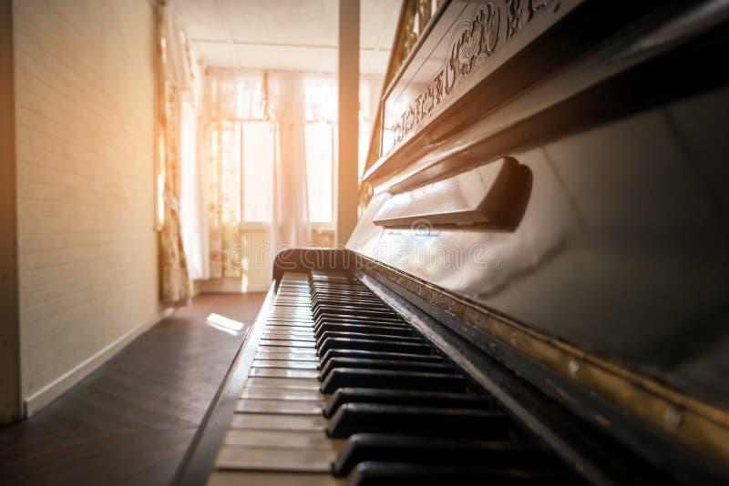 Boczny widok pianino zdjęcie stock