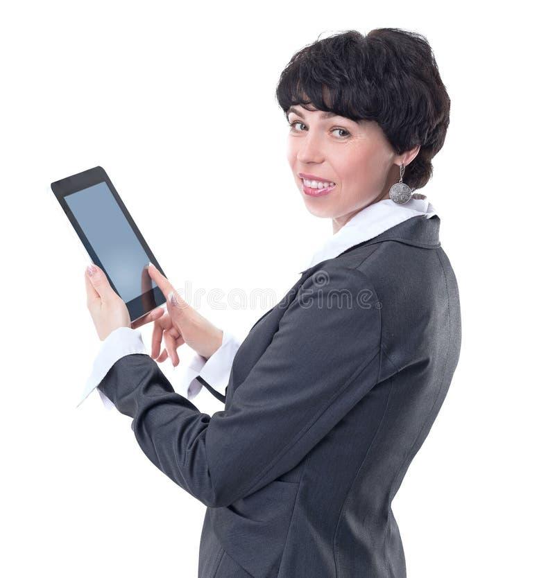 Boczny widok pomyślna biznesowa kobieta z cyfrową pastylką obrazy royalty free