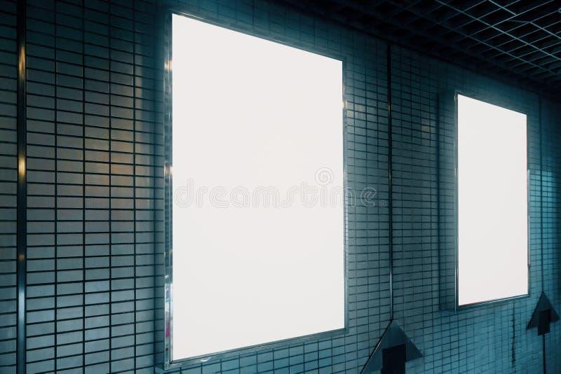 Boczny widok pusty biały billboard zdjęcia stock