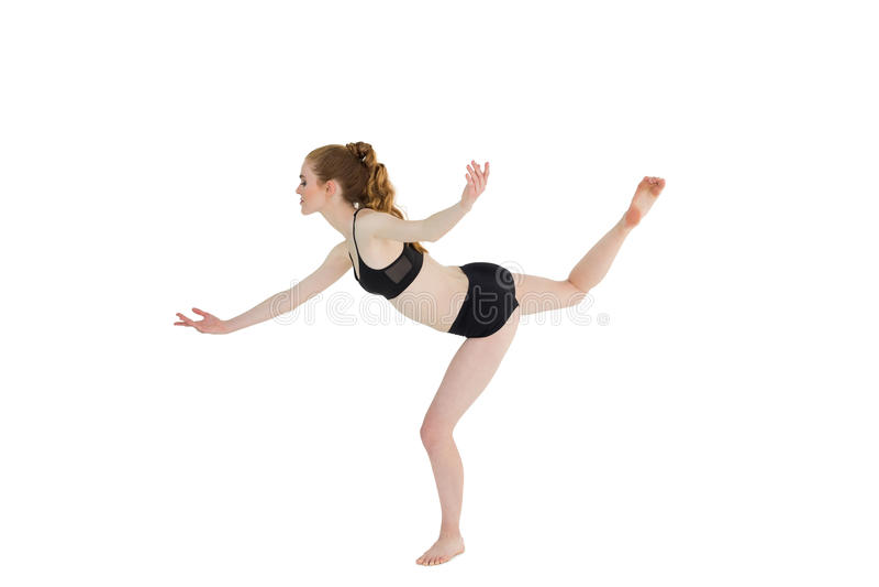 Boczny widok sporty kobiety pozycja na jeden nodze fotografia stock