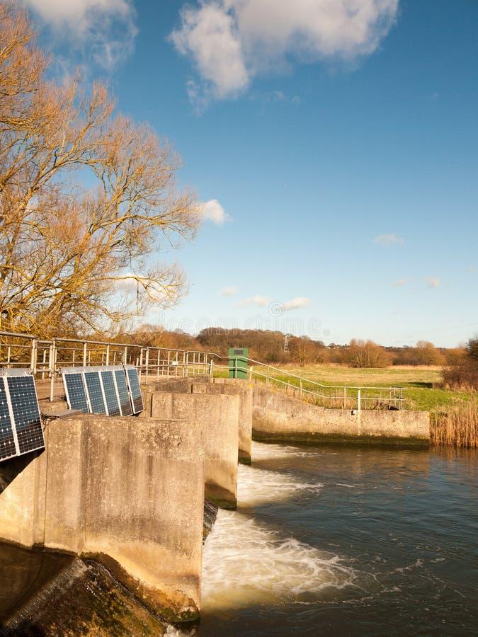 boczny widok wody rzecznej cholery mosta śluzy outside kraj zdjęcie royalty free