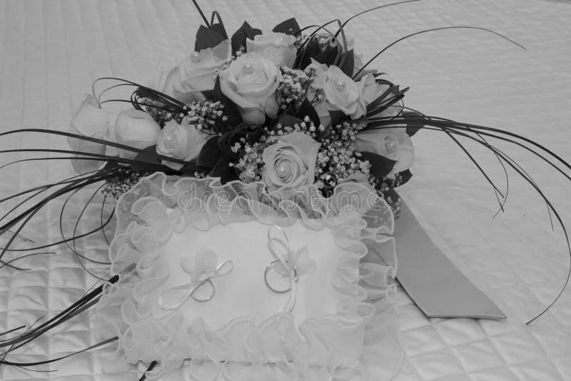 Boda de los anillos de bodas fotos de archivo