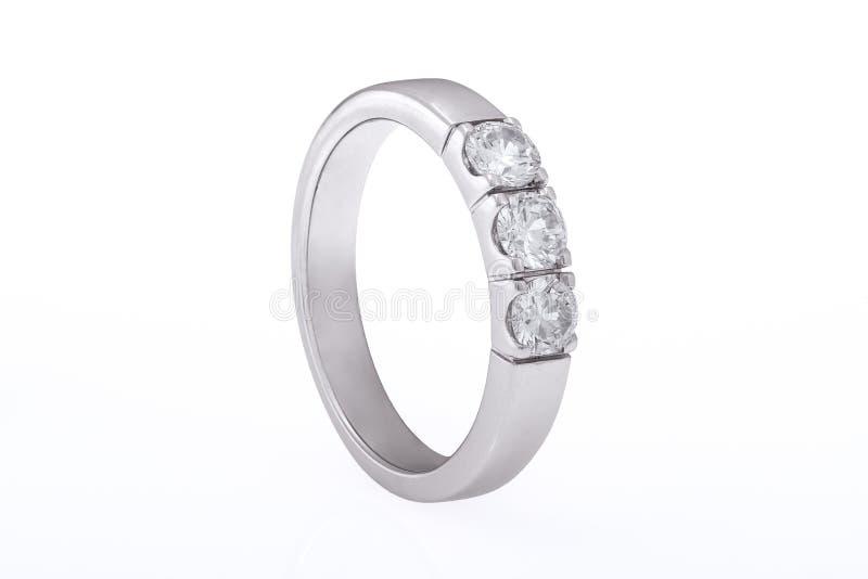 Boda del oro blanco, anillo de compromiso con los diamantes fotos de archivo libres de regalías