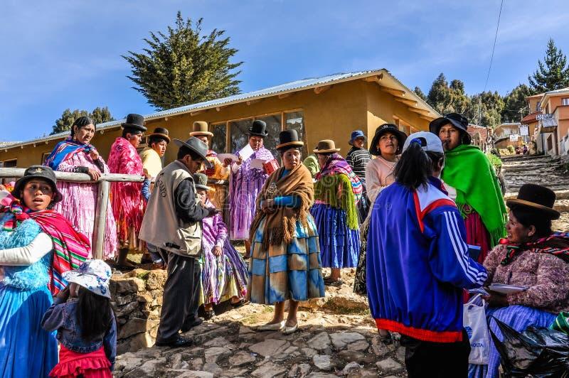 Boda quechua en el Isla del sol en el lago Titicaca en Bolivia imagen de archivo