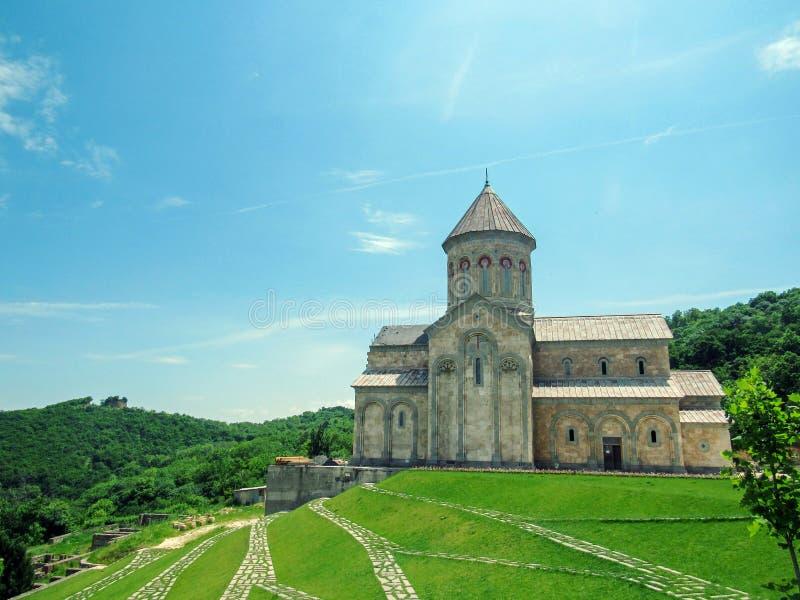 Bodbeklooster, Sighnaghi, Georgië: De kerk van heilige Nino in Klooster van St Nino in Bodbe Kathedraal op het graf van St Nino royalty-vrije stock afbeelding