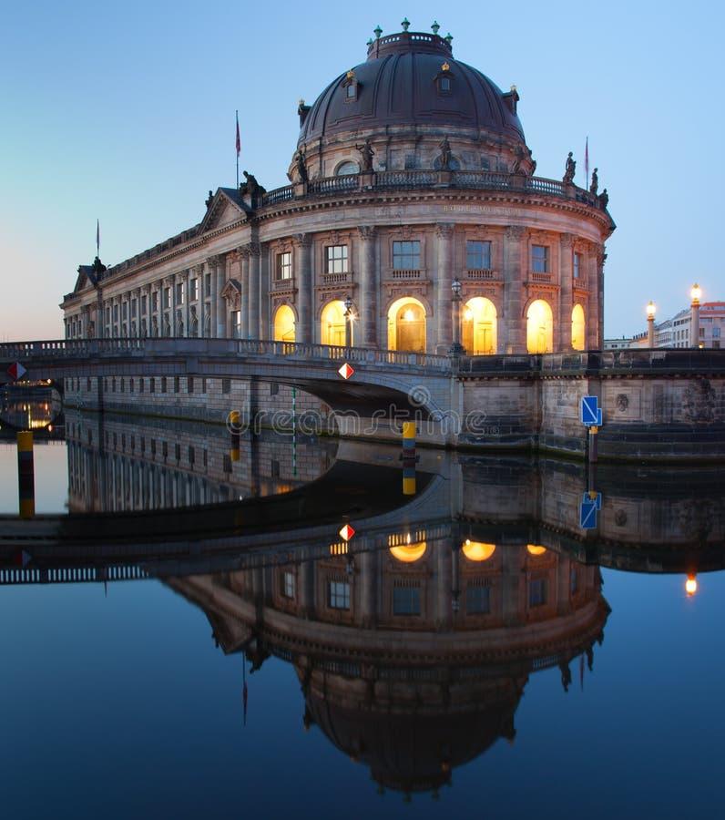 bode отражение панорамы музея bodemuseum стоковые изображения rf