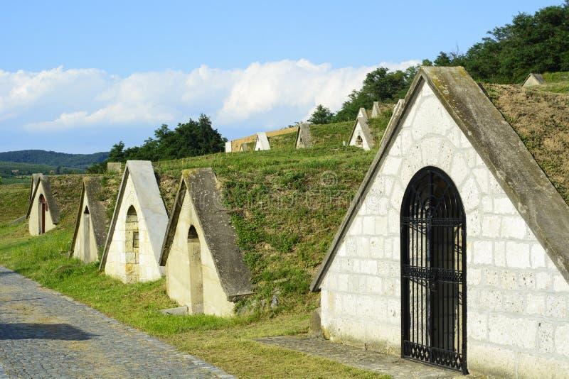 Bodegas tradicionales en la región de Tokaj - Hercegkut Sarospatak imagen de archivo
