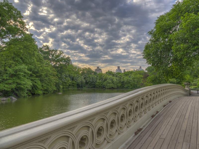Bodembrug in het voorjaar stock foto