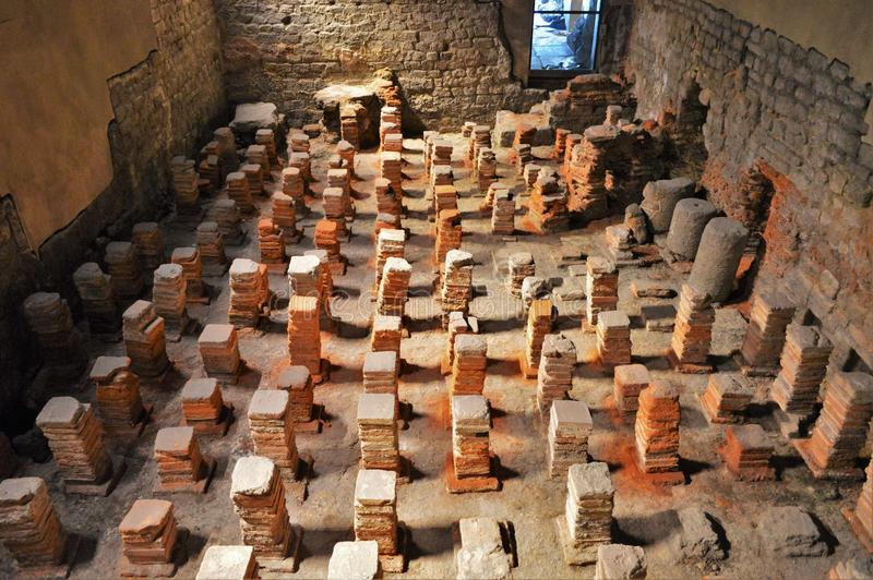 Boden von Roman Sauna an den Bädern lizenzfreie stockbilder