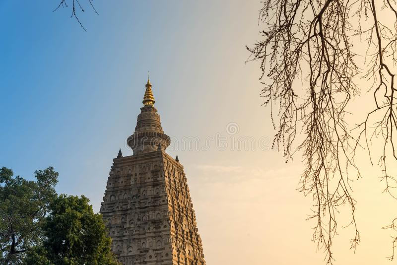 Bodhgaya på solnedgången, den Budhagaya stupaen är den offentliga buddismgränsmärket i Indien, royaltyfri fotografi