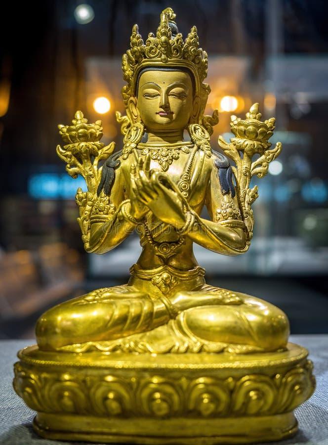Bodhisattva Avalokiteshvara Quan Yin eller Kuan Yin Statue i Shanghai Pudong den internationella flygplatsen, Kina arkivfoto