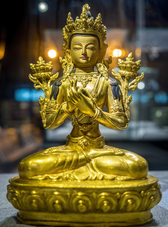 Bodhisattva Avalokiteshvara Quan Yin o Kuan Yin Statue nell'aeroporto internazionale di Shanghai Pudong, Cina fotografia stock