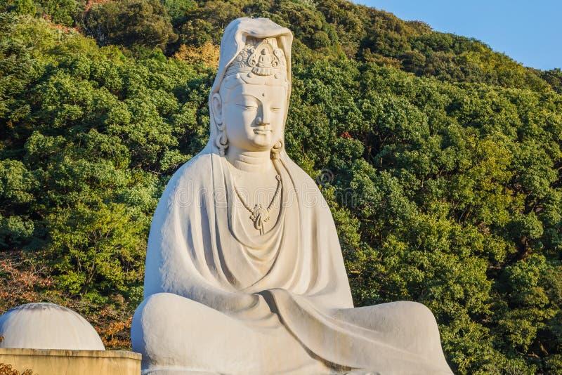 Bodhisattva Avalokitesvara (Kannon) en Ryozen Kannon en Kyoto fotos de archivo