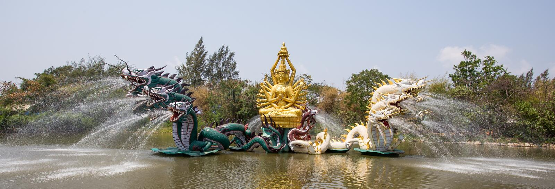 Bodhisattva Avalokitesvara Kuan-Yin Performing un milagro en el parque de la ciudad antigua, Muang Boran, provincia de Samut Prak imagenes de archivo