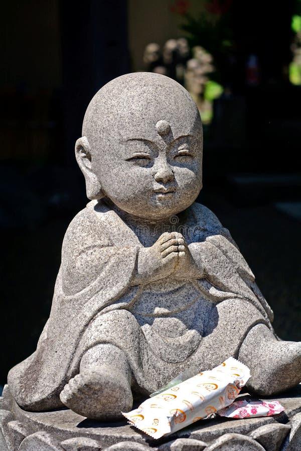 Bodhisattva di Jizo in tempio buddista di Daien, Tokyo, Giappone fotografia stock libera da diritti