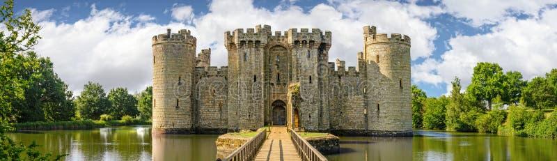 Bodiam-Schloss in England lizenzfreies stockbild