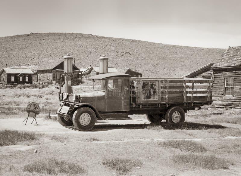 Bodie Goldmine met Vrachtwagen stock afbeelding