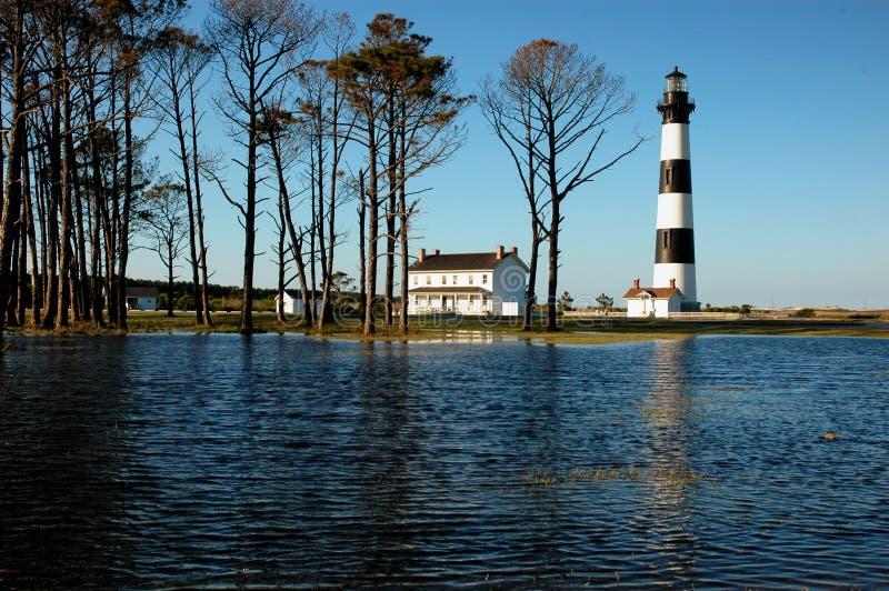 Bodie Island Lighthouse After Flooding - cercado pela água imagens de stock royalty free