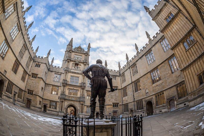 Bodleian arkiv i Oxford i morgonen, UK royaltyfria bilder