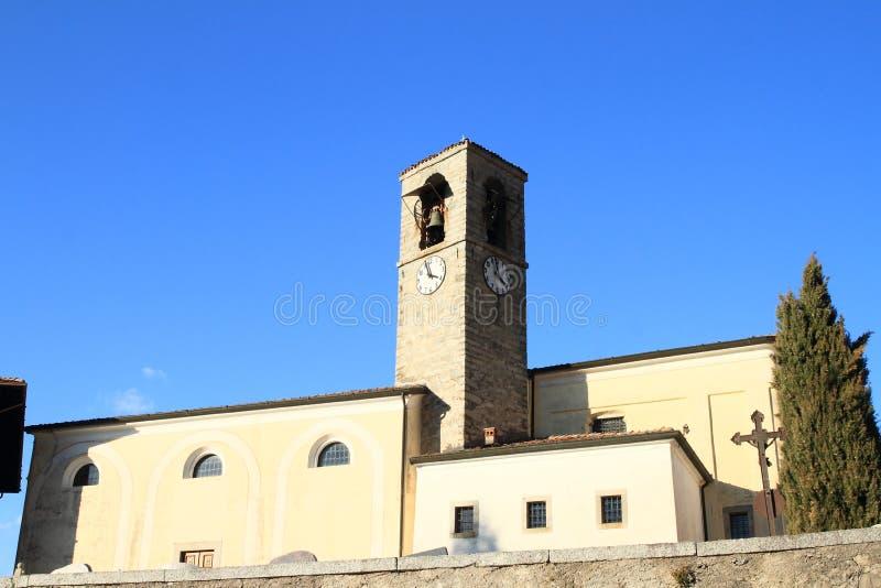 Bodone村的Chiesa della Natività di Maria教堂 库存图片