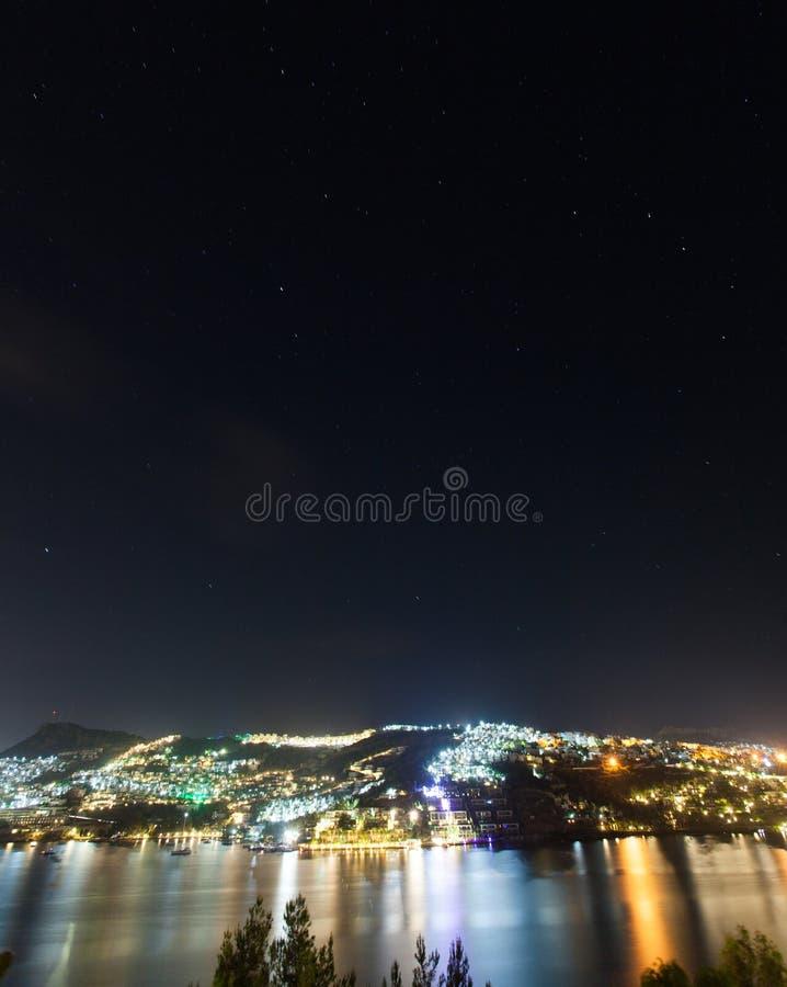 Bodrum-Stadt nachts lizenzfreies stockbild