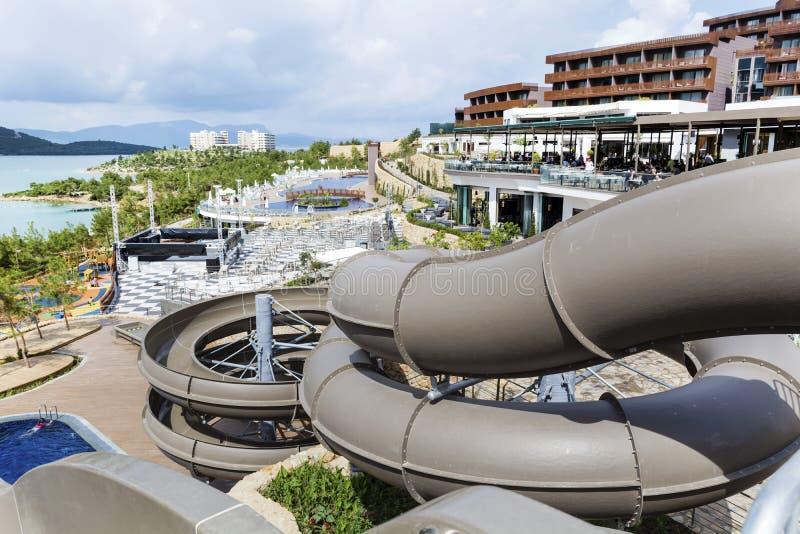 BODRUM, TURKEY-15 07 16: Große Wasserparkrohre in einem Luxus-Resort stockfoto