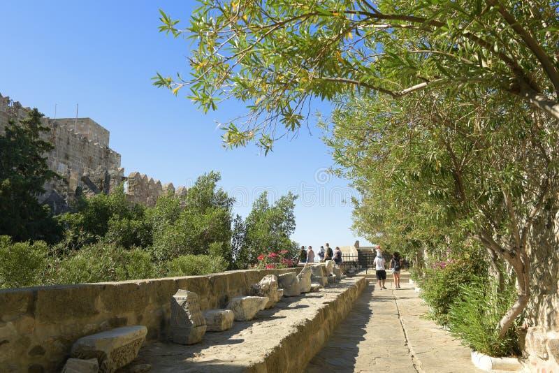 Bodrum, Turquía - 5 de septiembre de 2017: Castillo de Bodrum de San Pedro en Turquía Territorio interno imagen de archivo libre de regalías