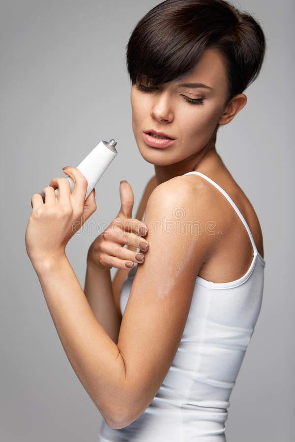 Free Body Pain. Beautiful Woman Feeling Pain In Arms, Applying Cream Stock Photography - 84482132
