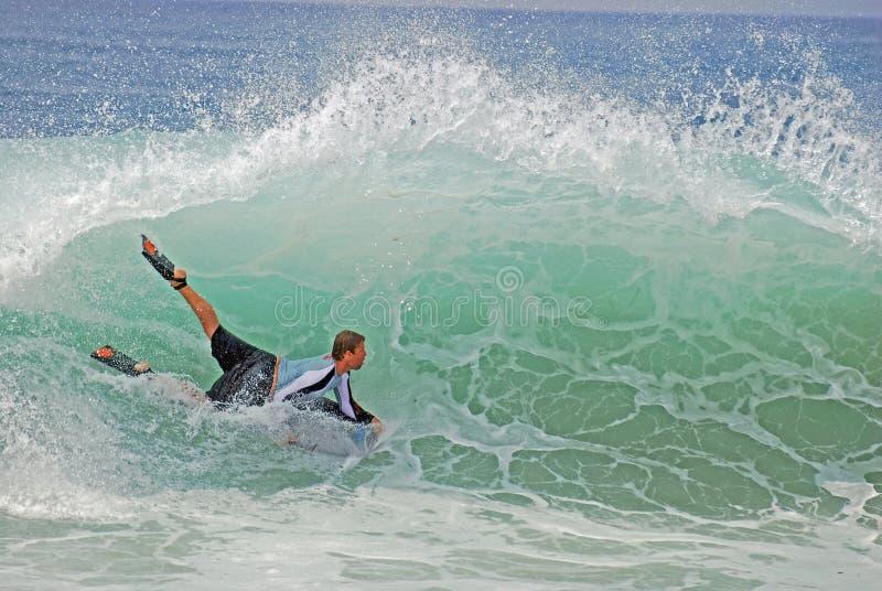 Bodyboarder in einer gnarly Welle am Laguna Beach, CA lizenzfreie stockfotografie