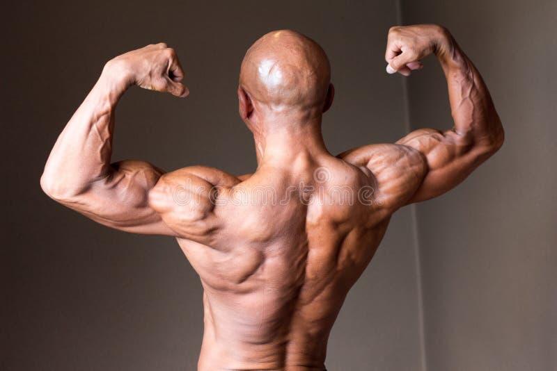 Bodybuider masculino abultado atractivo caliente japonés 50s de la cabeza calva foto de archivo
