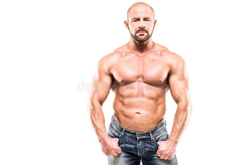 Bodybuilder που απομονώνεται στο άσπρο υπόβαθρο στοκ φωτογραφία με δικαίωμα ελεύθερης χρήσης