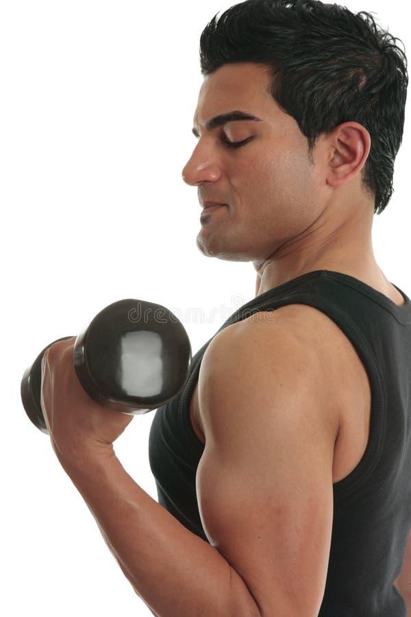 Bodybuilder de levage de poids d'homme photographie stock libre de droits