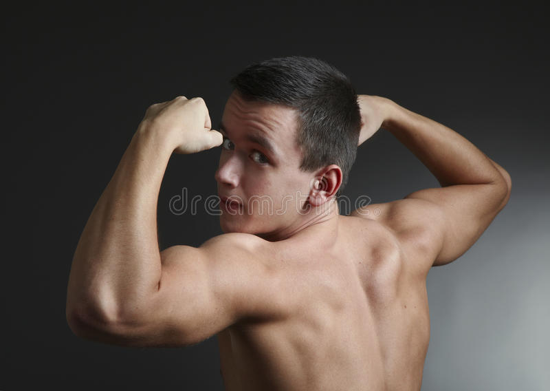 Bodybuilder joven fotografía de archivo libre de regalías