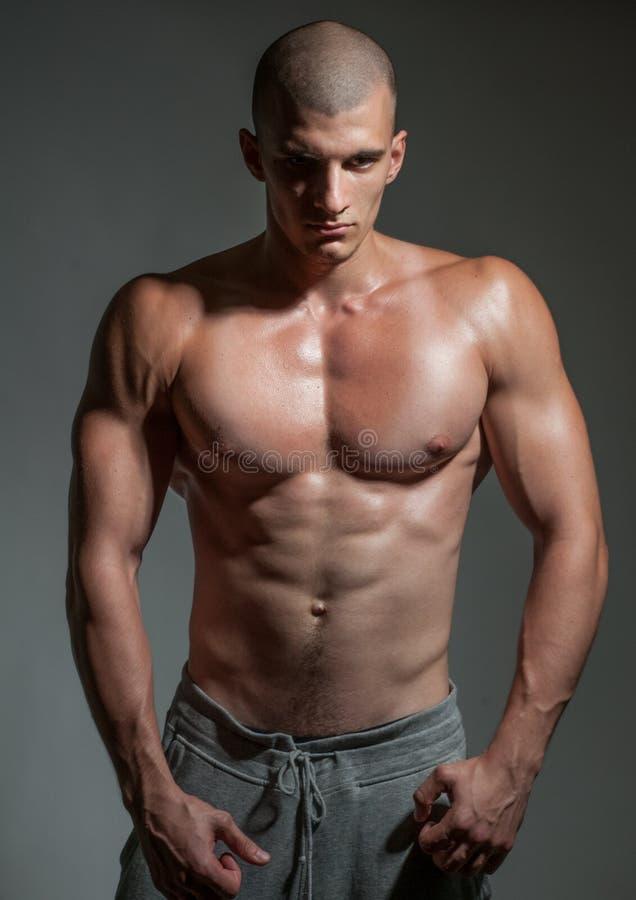 Bodybuilder joven imagenes de archivo