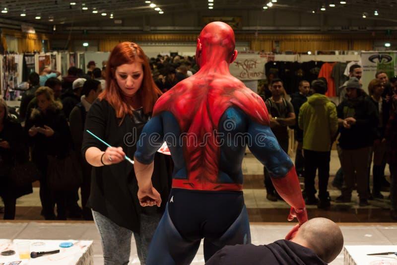 Bodybuilder podczas ciało obrazu sesi przy Milano tatuażu konwencją zdjęcie royalty free