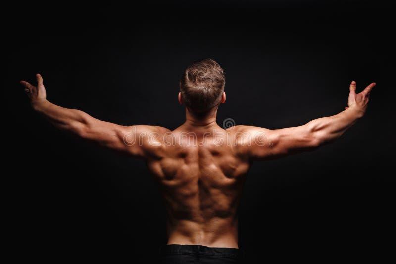 bodybuilder target313_0_ Mięśnie plecy i ramiona zdjęcia royalty free