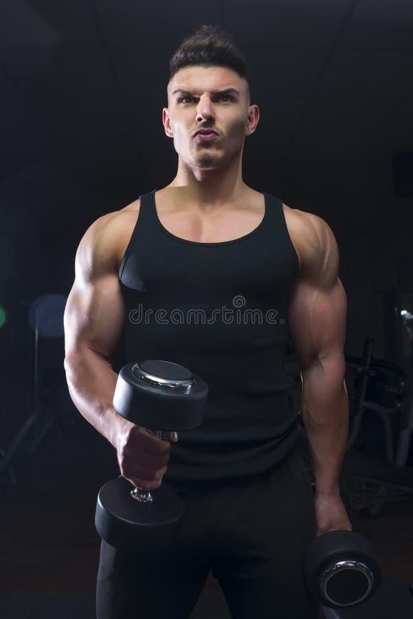 Bodybuilder z dumbbell obrazy stock