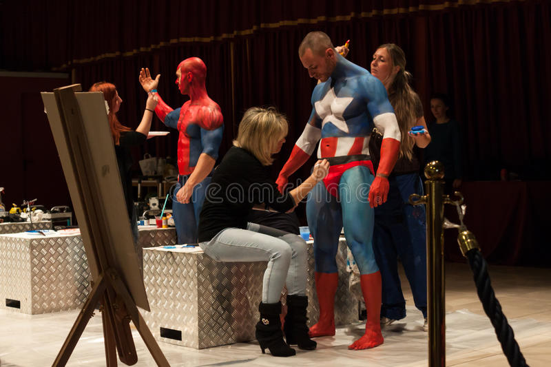 Bodybuilders podczas ciało obrazu sesi przy Milano tatuażu konwencją fotografia royalty free