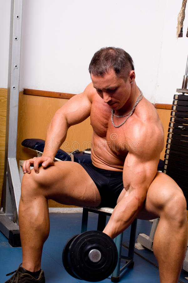 Bodybuildertraining lizenzfreie stockfotos