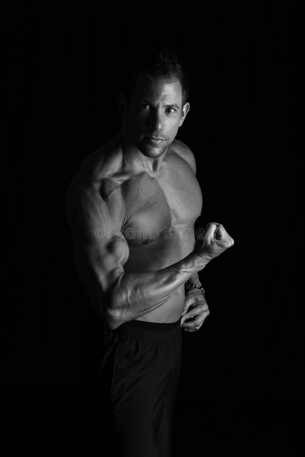 Bodybuilderverbuiging royalty-vrije stock fotografie