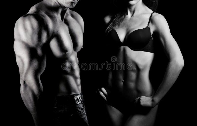 Bodybuilding. Man och kvinna arkivbilder