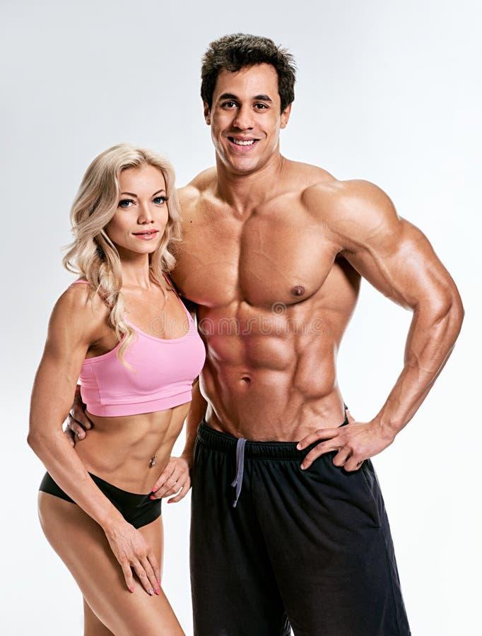 bodybuilding Sterke man en een vrouw royalty-vrije stock afbeeldingen