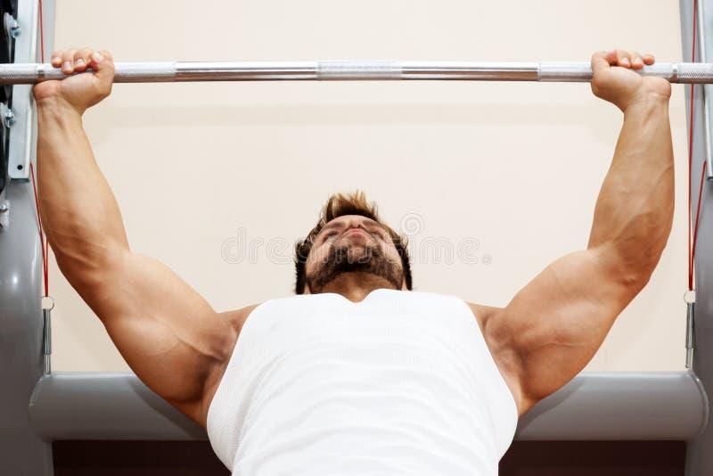 Bodybuildingman arkivfoto