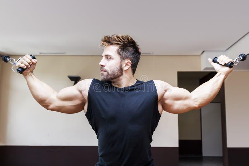 Bodybuildingmann stockbilder