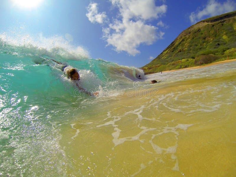 Bodysurfing Piaskowata plaża Hawaje obrazy stock